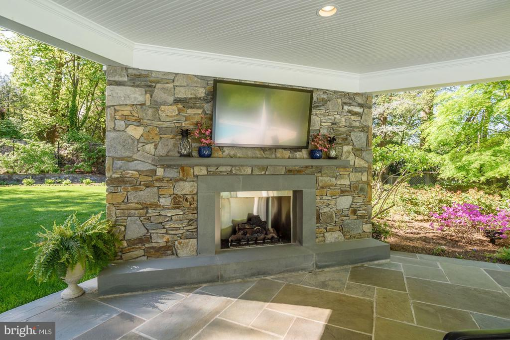 gas fireplace and weather proof TV - 5321 GOLDSBORO RD, BETHESDA