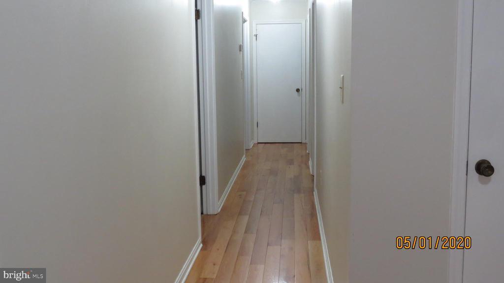 Hallway to bedrooms - 22191 BERRY RUN RD, ORANGE