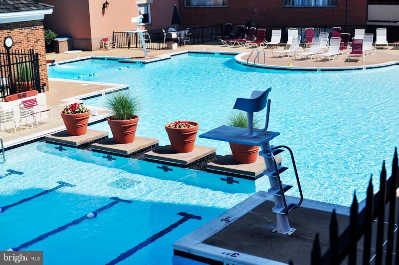 Resort-style swimming pool - 1021 ARLINGTON BLVD #337, ARLINGTON