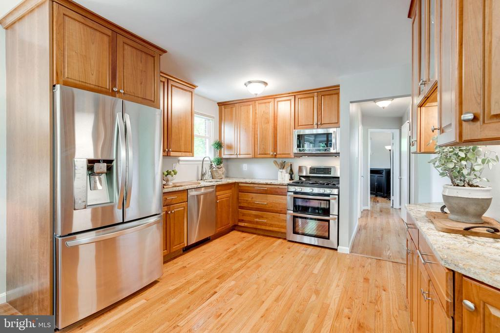 Stainless appliances & granite counters - 5000 REGENCY PL, ALEXANDRIA