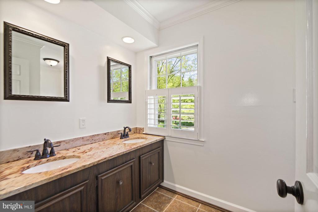Shared hall bath with double sinks (renovated) - 7808 CHARLESTON DR, BETHESDA
