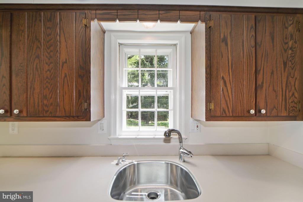 Kitchen sink overlooks the backyard - 7808 CHARLESTON DR, BETHESDA