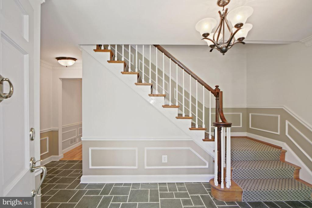 Bright, spacious entry foyer - 7808 CHARLESTON DR, BETHESDA
