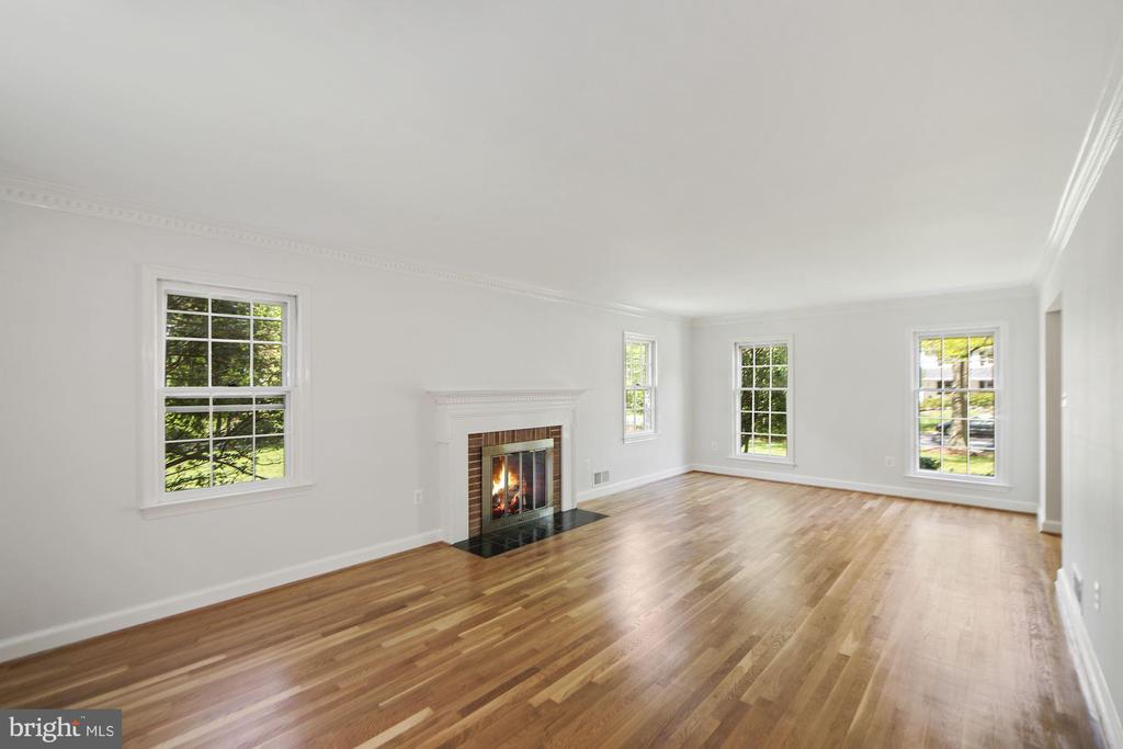 Newly refinished hardwood floors - 7808 CHARLESTON DR, BETHESDA