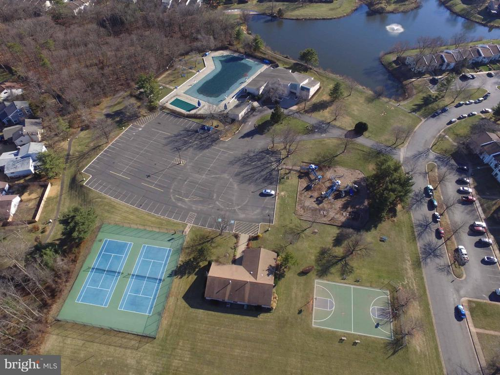 Sugarland Run HOA with Tennis & Pool! - 34 SIMEON LN, STERLING