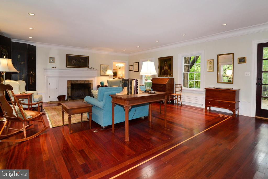 Gorgeous Brazilian Cherry Floors! - 100 E COLONIAL HWY, HAMILTON
