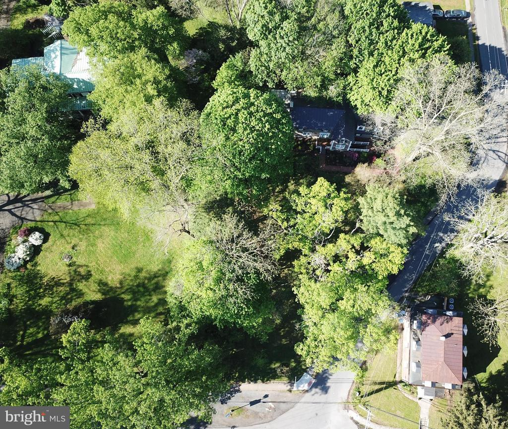 Private Lot! - 100 E COLONIAL HWY, HAMILTON