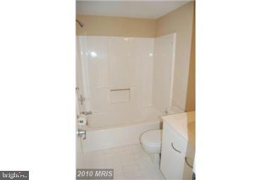 Main Bath - 2104 CHESAPEAKE HARBOUR DR #K, ANNAPOLIS