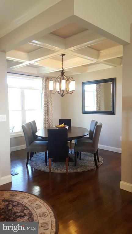 Formal Dining with optional coffer ceilings - GRUVER GRADE, MIDDLETOWN