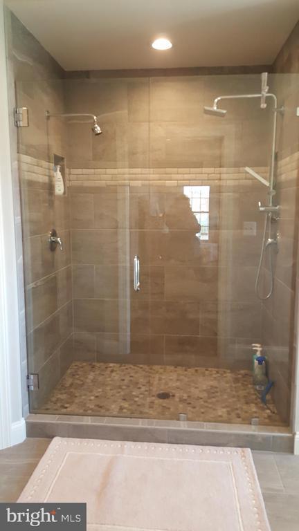 Tile stand up oversized shower - GRUVER GRADE, MIDDLETOWN