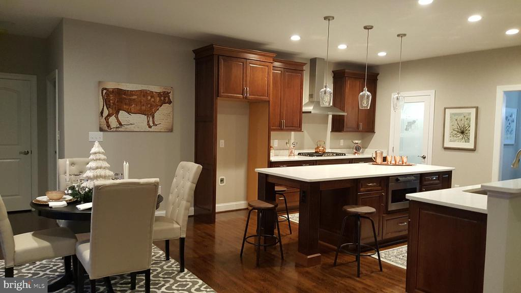 Dark kitchen or white???? - GRUVER GRADE, MIDDLETOWN