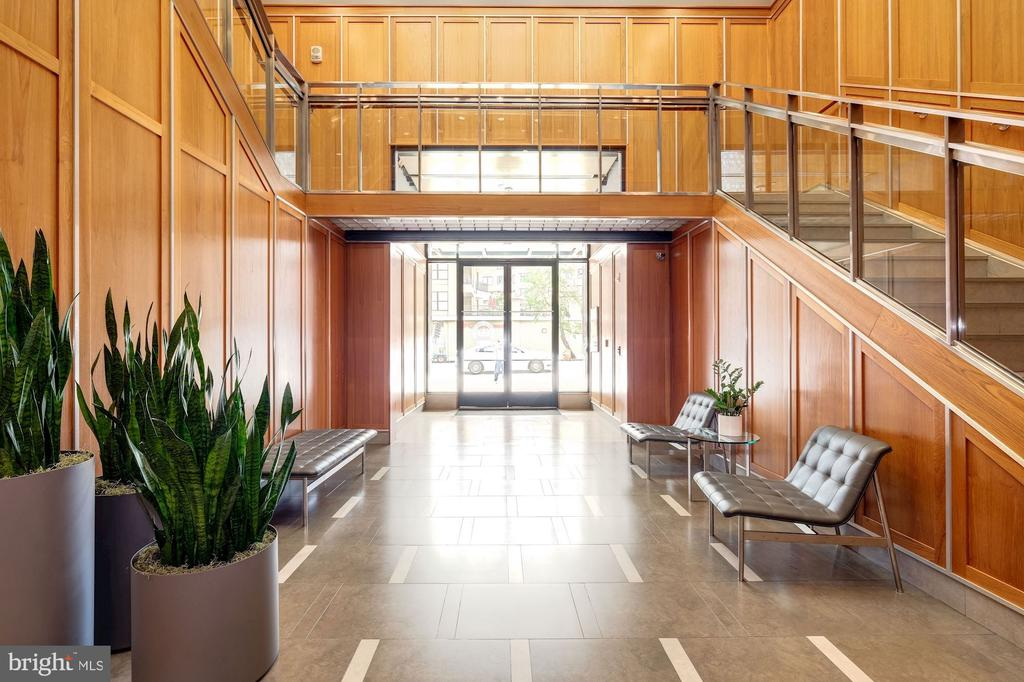 Stylish lobby with Attended Front Desk - 1133 14TH ST NW #1211, WASHINGTON
