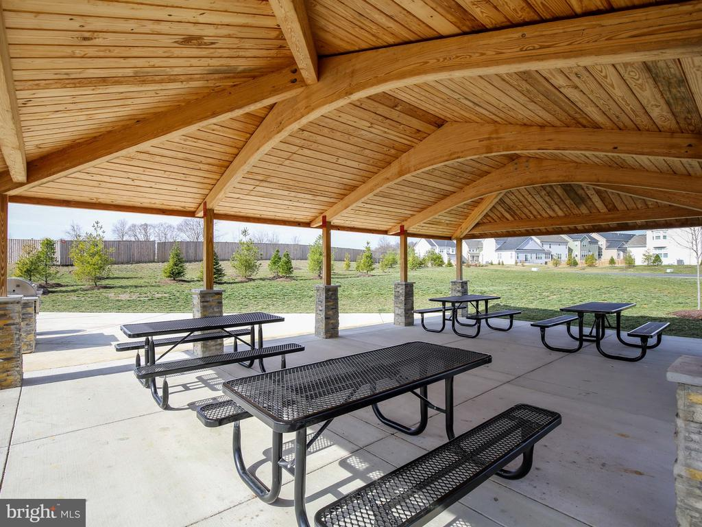 Community Picnic Pavilion - 304 UPPER HEYFORD PL, PURCELLVILLE