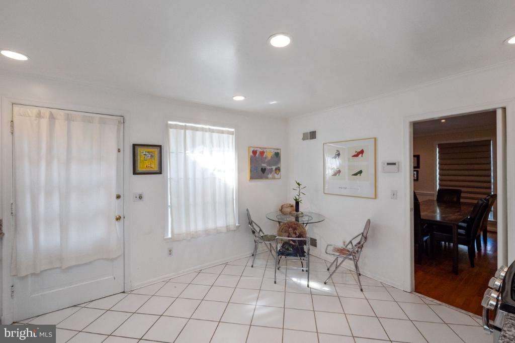 Table-space kitchen wit door to sideyard - 4732 MASSACHUSETTS AVE NW, WASHINGTON