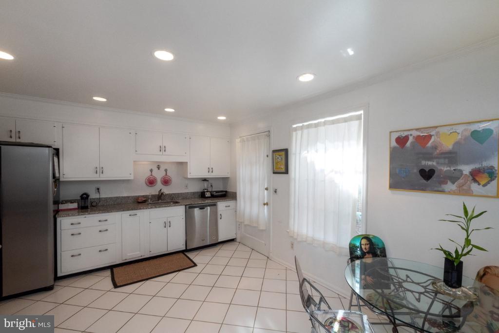 Bright kitchen with white cabinets - 4732 MASSACHUSETTS AVE NW, WASHINGTON
