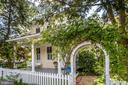 White picket fence with archway to entrance - 610 BURNSIDE ST, ANNAPOLIS