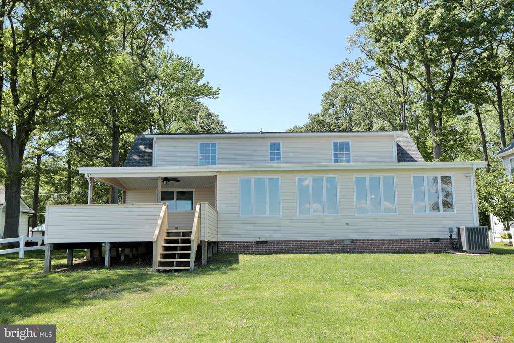 Covered porch & deck off of great room - 18850 WICOMICO RIVER DR, COBB ISLAND