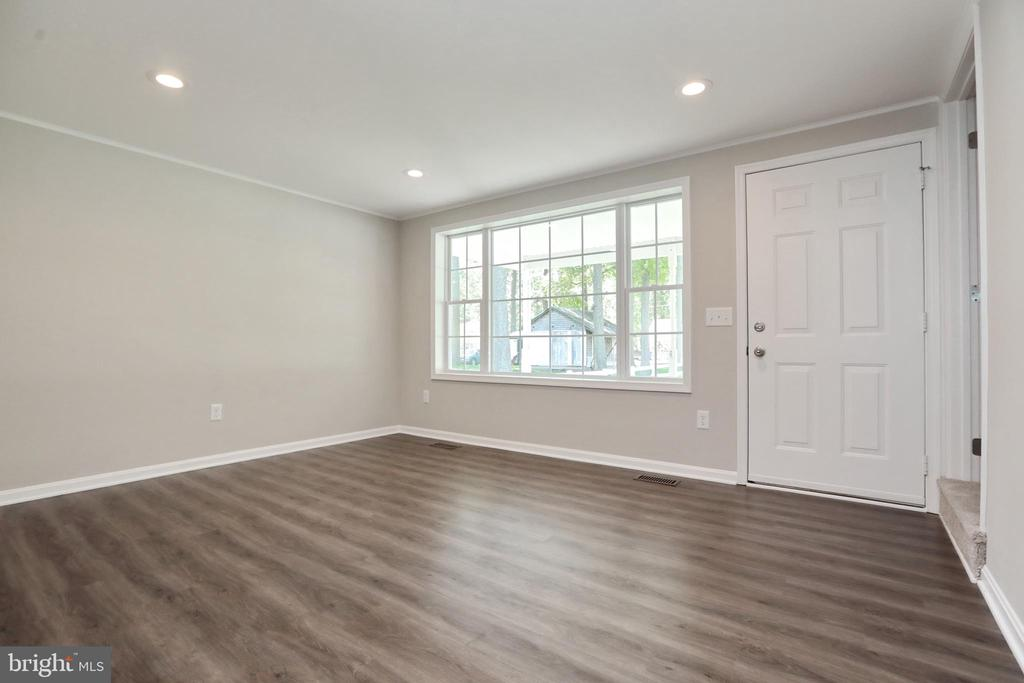 Formal Living Room and front Entrance - 18850 WICOMICO RIVER DR, COBB ISLAND