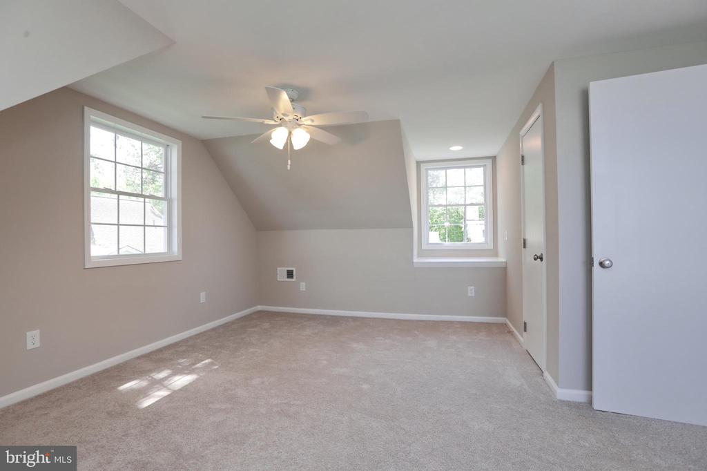Bedroom #3 upstairs fresh updates in all rooms - 18850 WICOMICO RIVER DR, COBB ISLAND