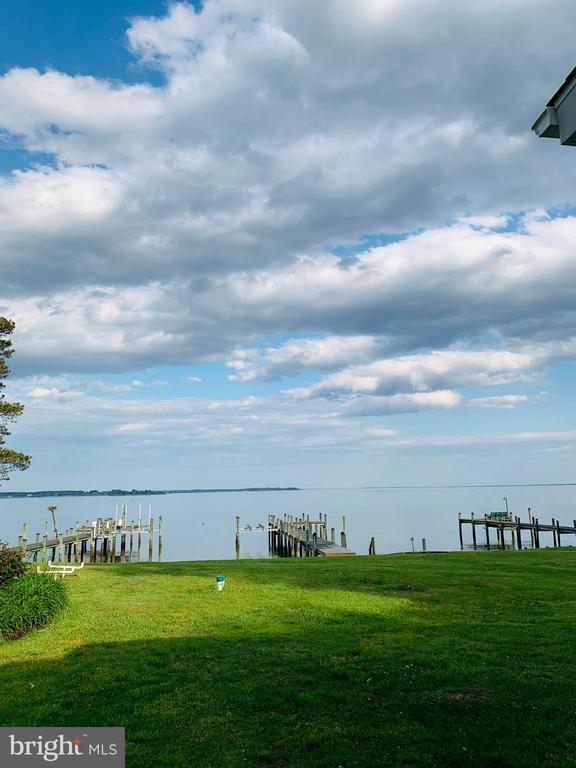 Bring a chair and book or fishing rod! - 18850 WICOMICO RIVER DR, COBB ISLAND