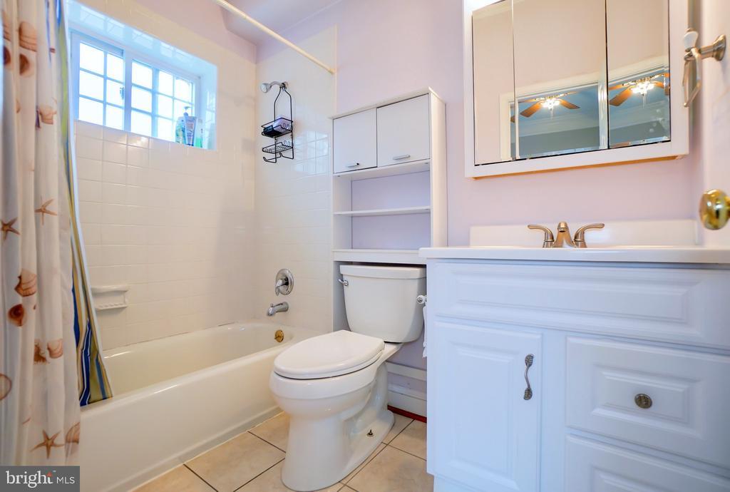 Full bathroom in guest bedroom. - 7709 WEBER ST, ANNANDALE