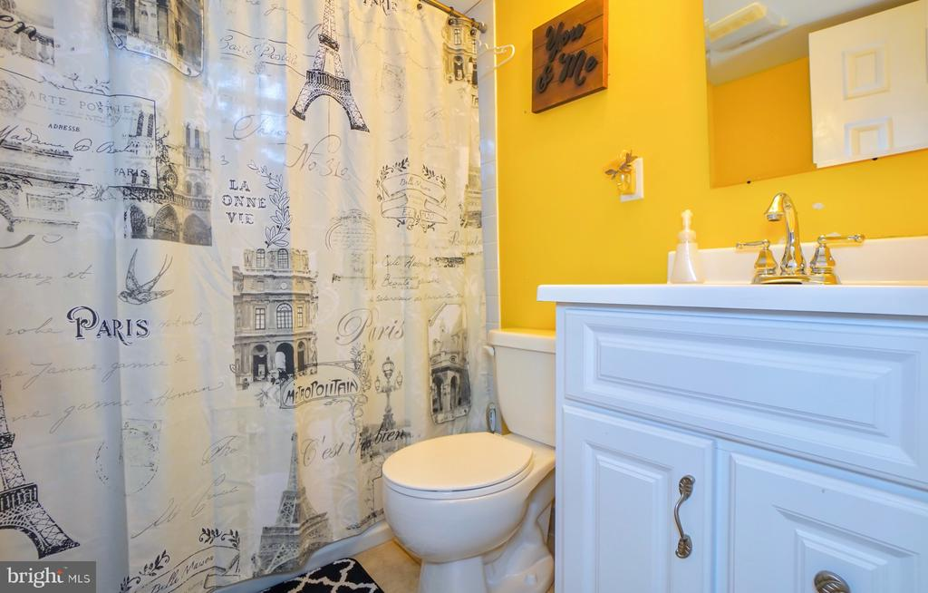 Full bathroom in basement. - 7709 WEBER ST, ANNANDALE
