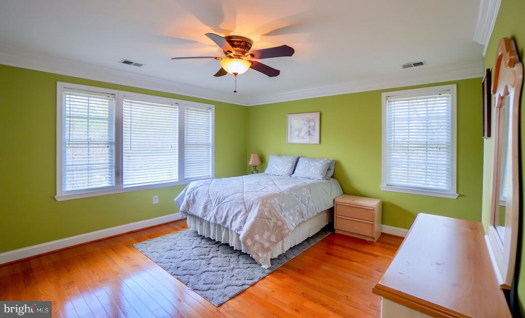 Master bedroom. - 7709 WEBER ST, ANNANDALE