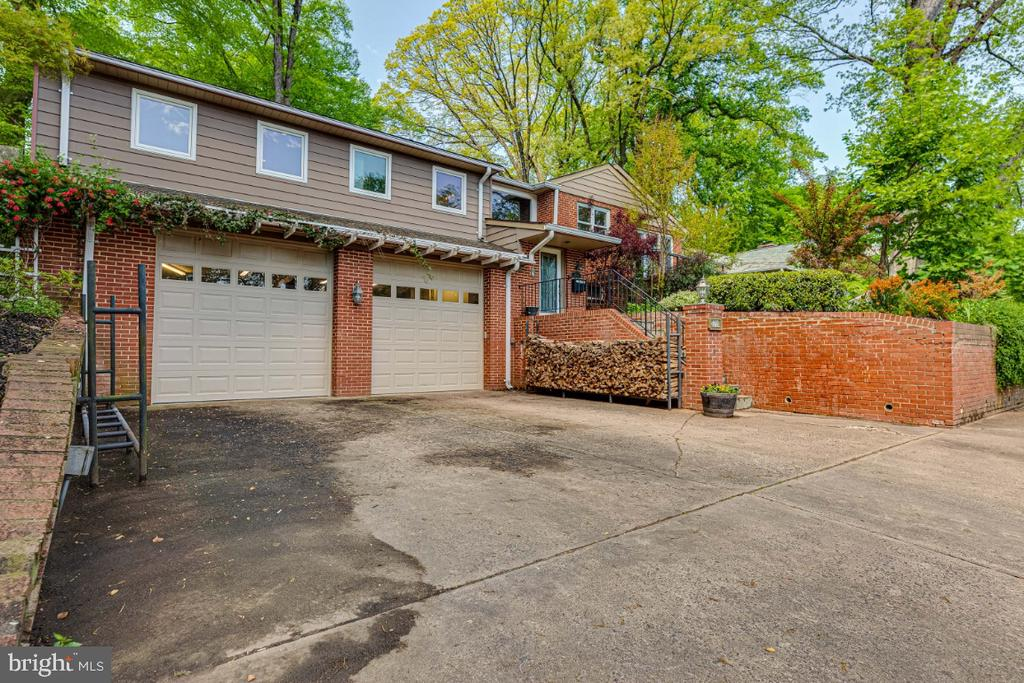 Oversized Driveway and Garage - 2710 N WYOMING ST, ARLINGTON