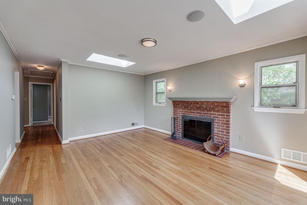 Living Room w/Wood Burning Fireplace - 2710 N WYOMING ST, ARLINGTON
