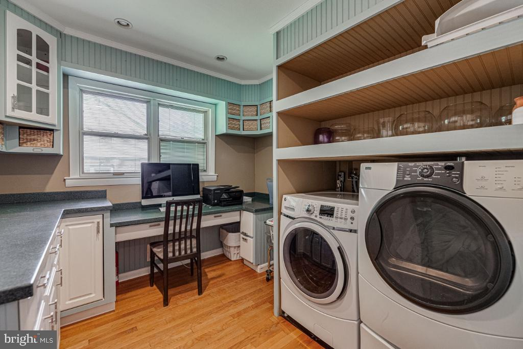 Laundry Room w/Workstation - 2710 N WYOMING ST, ARLINGTON