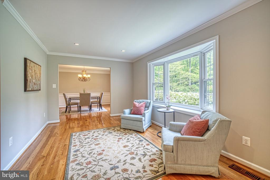 Formal living room or perfect for desk nook - 4913 PHEASANT RIDGE RD, FAIRFAX