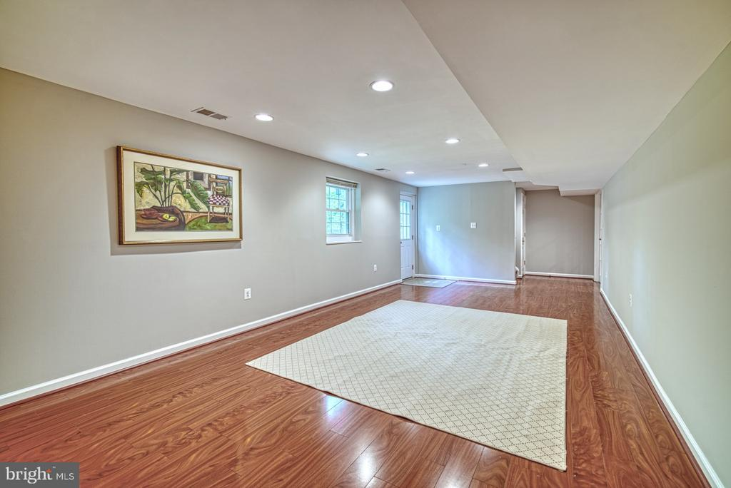 Recreation~room perfect for hanging out - 4913 PHEASANT RIDGE RD, FAIRFAX