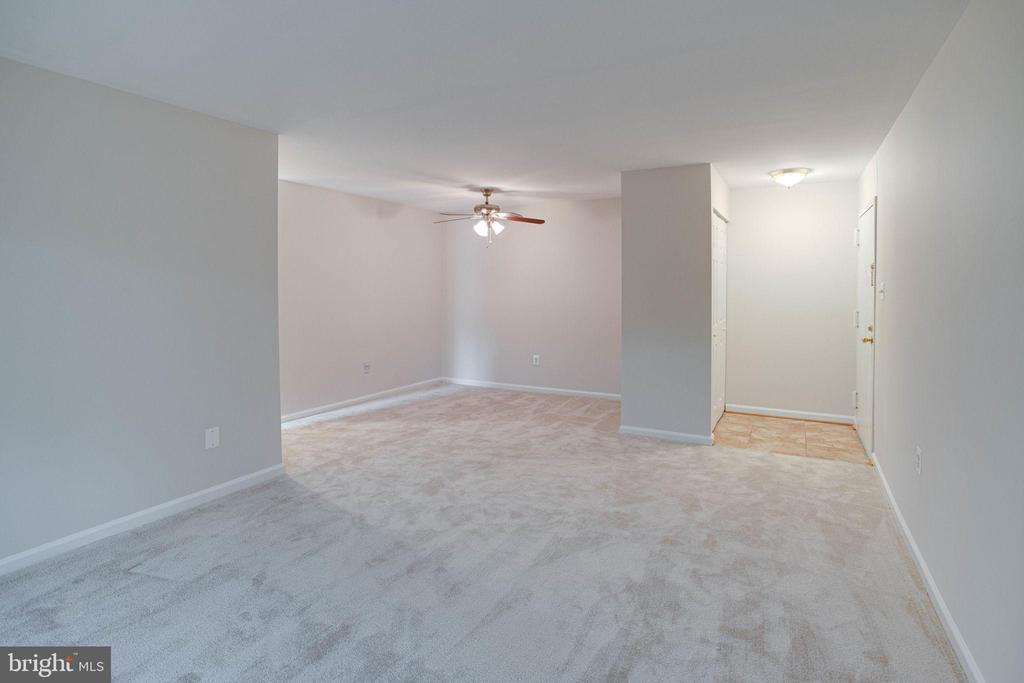 Living Room - freshly painted throughout - 545 FLORIDA AVE #T1, HERNDON