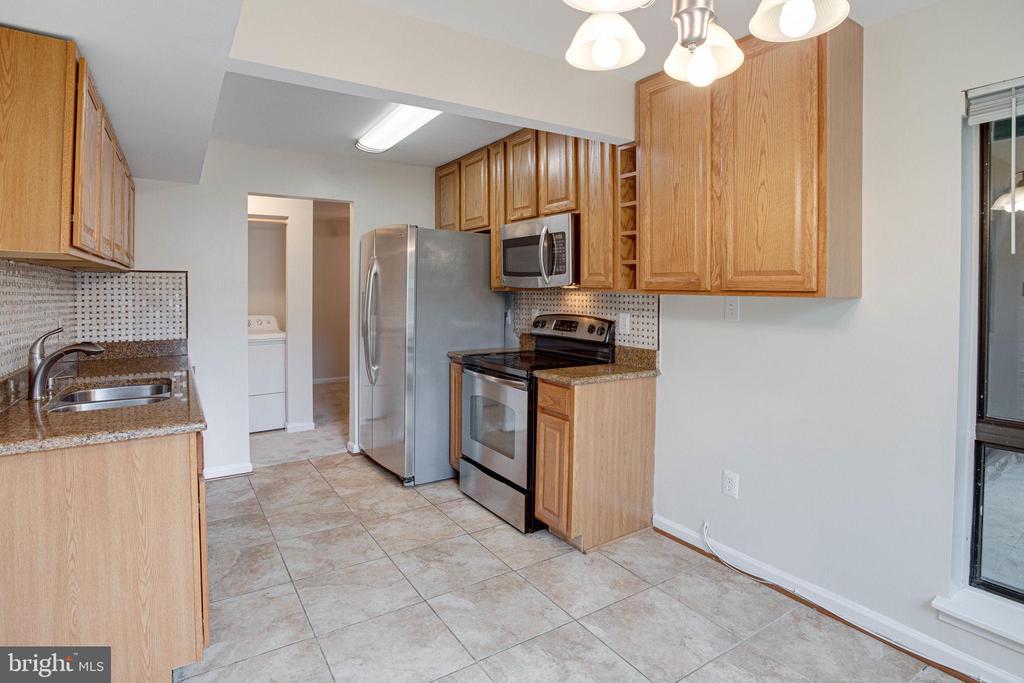Tile flooring in Kitchen/Breakfast Area - 545 FLORIDA AVE #T1, HERNDON