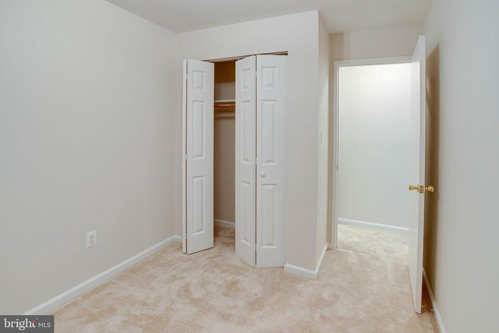 Closet in den - 545 FLORIDA AVE #T1, HERNDON