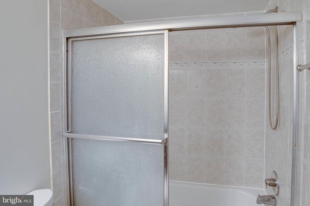 Full Bath - 545 FLORIDA AVE #T1, HERNDON