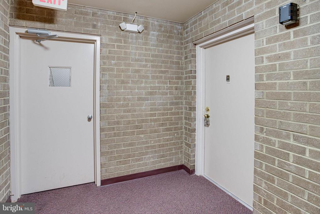 Entry to the condo - 545 FLORIDA AVE #T1, HERNDON