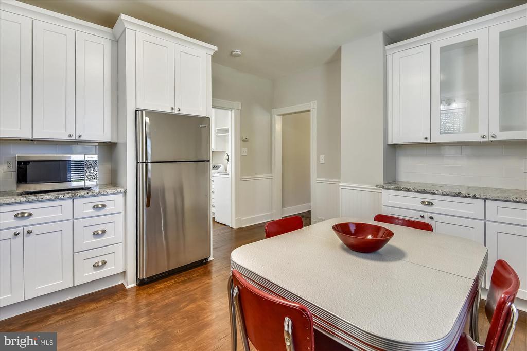 New Kitchen with Granite counters - 118 CATOCTIN CIR NE, LEESBURG
