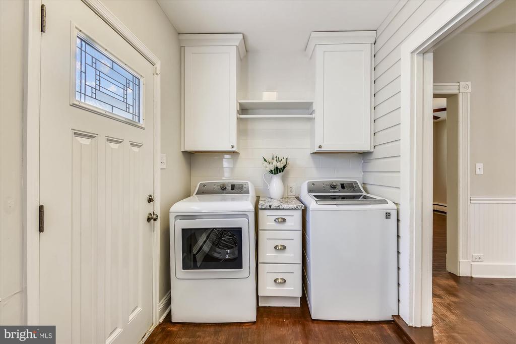 Laundry room off Kitchen - 118 CATOCTIN CIR NE, LEESBURG