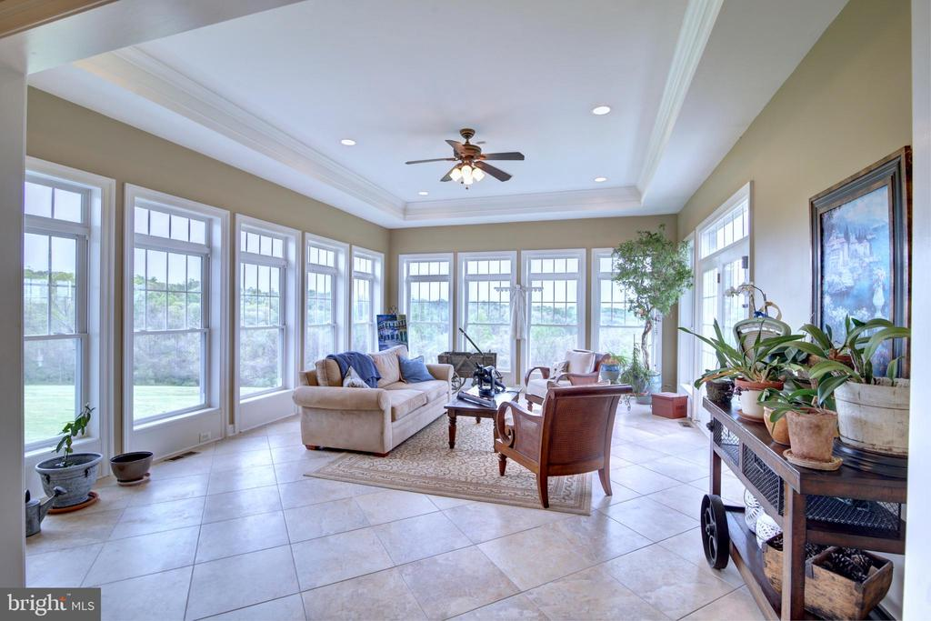 Light Filled Sunroom with Tray Ceiling - 22077 OATLANDS RD, ALDIE