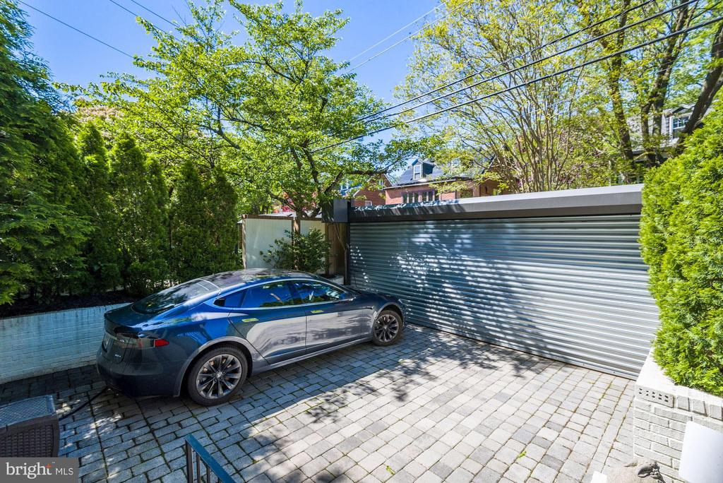 Parking - Secure, Tesla Charger - 3001 CATHEDRAL AVE NW, WASHINGTON