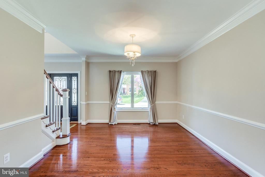 All Window Treatments Convey - 10811 CRIPPEN VALE CT, RESTON