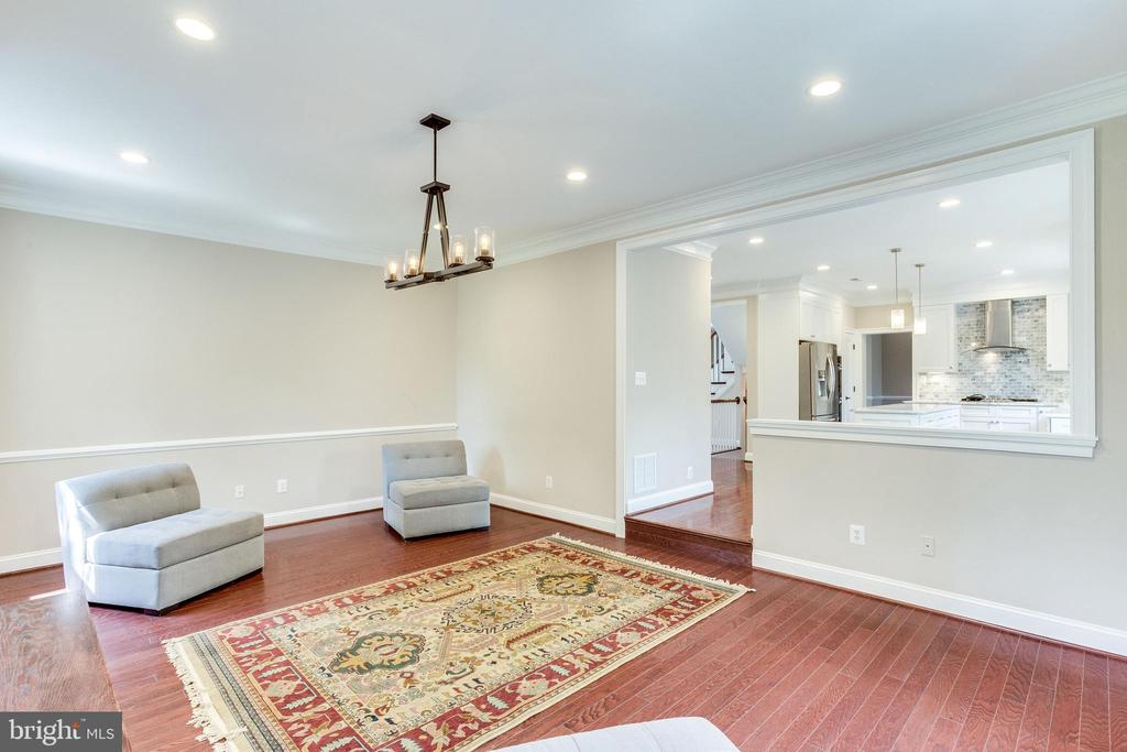 Humongous Step Down Family Room - 10811 CRIPPEN VALE CT, RESTON