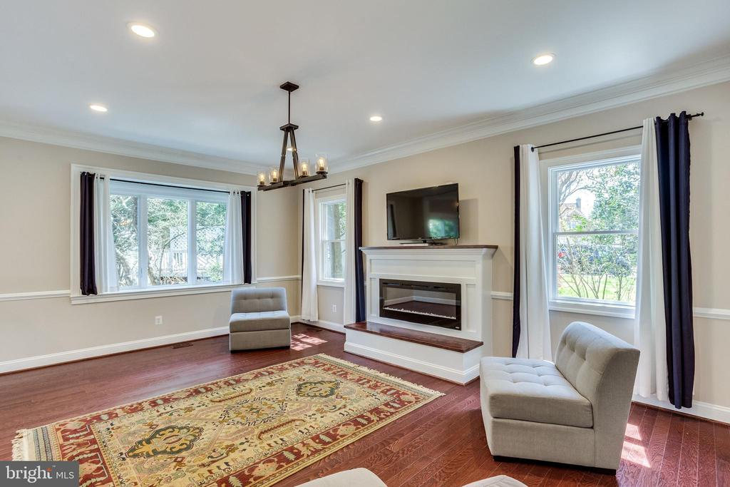 New Recessed Lighting and Chandeliers Throughout - 10811 CRIPPEN VALE CT, RESTON