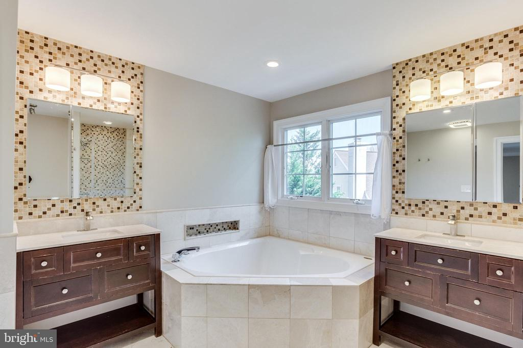 New 2 Vanity Master Bath with Soaking Tub - 10811 CRIPPEN VALE CT, RESTON