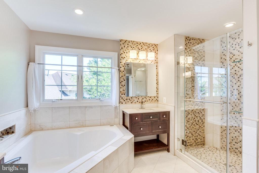 New Glass Shower with Decorative Mosaic Tile - 10811 CRIPPEN VALE CT, RESTON