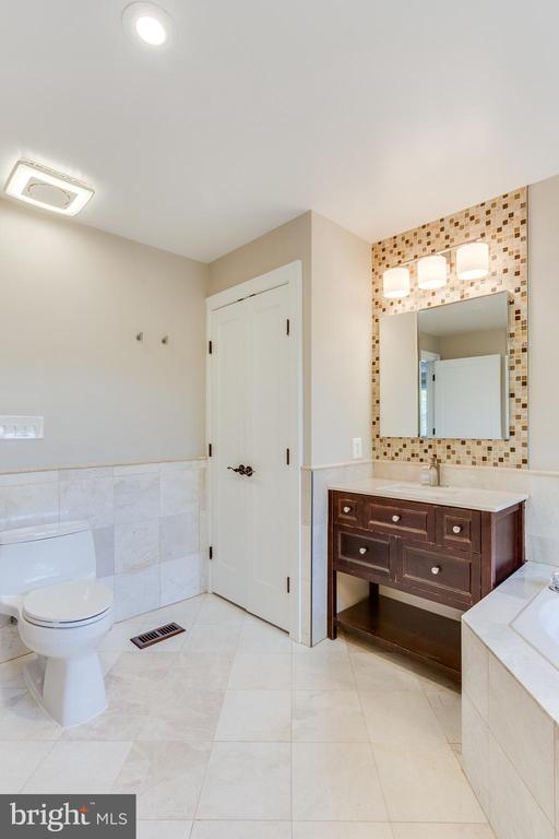 Master Bath Closet - 10811 CRIPPEN VALE CT, RESTON