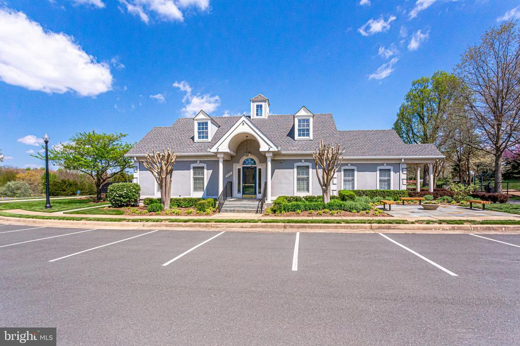 Walking Distance to Community Center - 10811 CRIPPEN VALE CT, RESTON