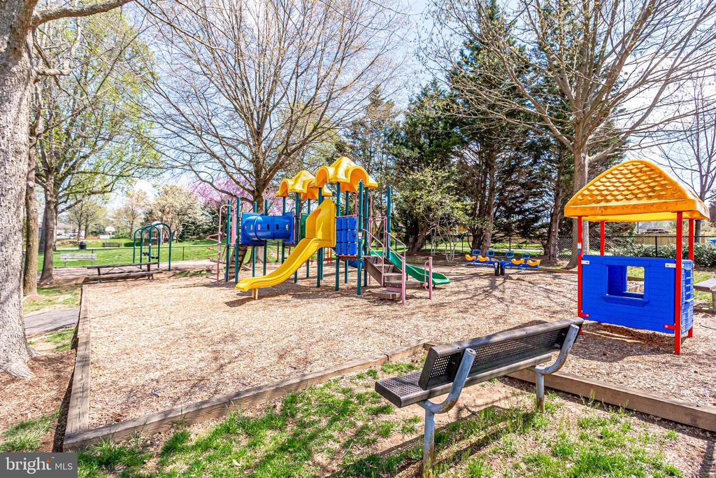 Walking Distance to Tot Lot - 10811 CRIPPEN VALE CT, RESTON