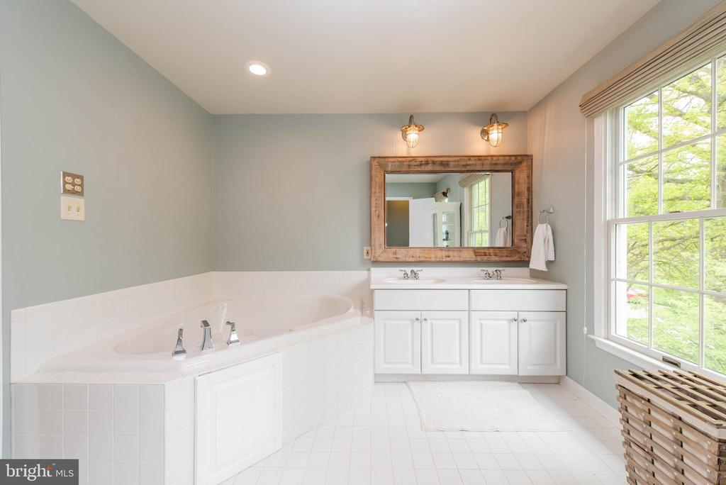 Master Bath - 5117 NORTHERN FENCES LN, COLUMBIA
